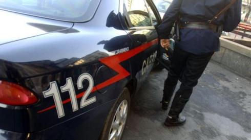 DROGA: FUGGE DA POSTO DI CONTROLLO SORPRESO CON STUPEFACENTE NELL'AUTO. ARRESTATO RICERCATO