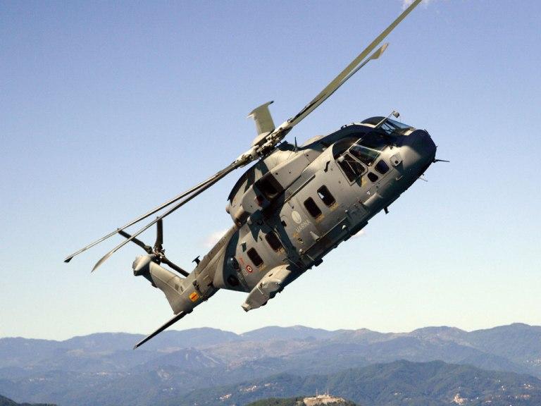 Elicottero Militare : Marina militare elicottero in soccorso di un