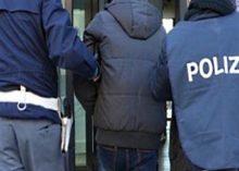 Confezionavano droga in un palazzo terremotato, presi 14 spacciatori