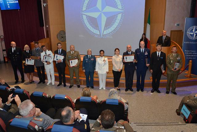 L'AMMIRAGLIO HOWARD PARLA AI DIPLOMATI DELLA DIREZIONE STRATEGICA DELLA NATO PER IL SUD