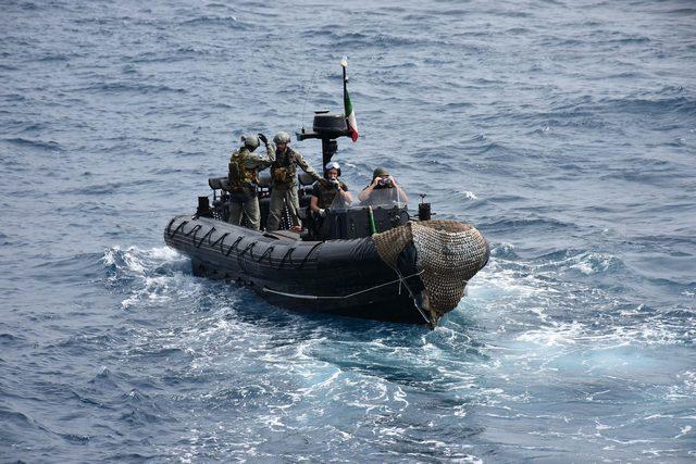 NAVE FASAN CONDUCE ATTIVITÀ ADDESTRATIVA IN FAVORE DELLA POLIZIA SOMALA ED INCONTRA I MILITARI ITALIANI DEL COMANDO EUTM-SOMALIA