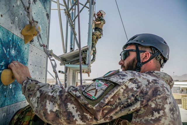AFGHANISTAN: CORSO MOUNTAIN WARFARE PER I MILITARI AFGANI