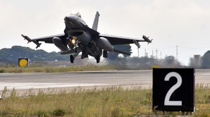 """ADDESTRAMENTO CONGIUNTO PER GLI F-2000A DEL 36° STORMO E GLI F-16 AM/BM MLU DEL 1st FIGHTER SQUADRON """"STINGERS"""" DEL2nd TACTICAL WING BELGA PRESSO LA BASE AEREA DI GIOIA DEL COLLE"""