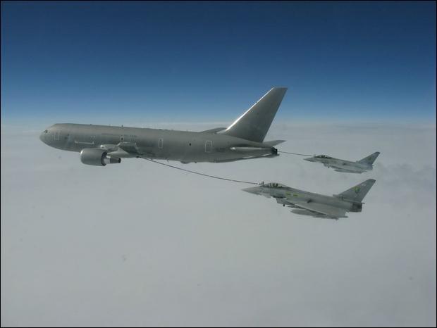 KC-767A riforniscono in volo EF-2000 della RAF