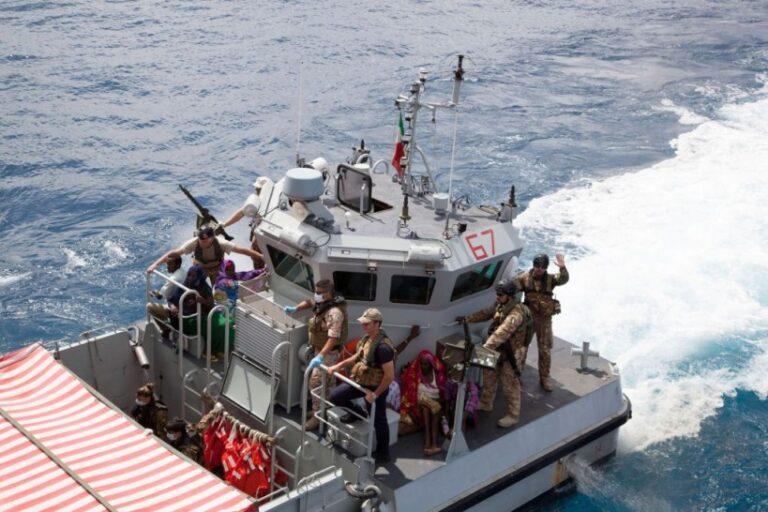 Assistenza medica alle popolazioni della Somalia: Nave San Marco in prima linea