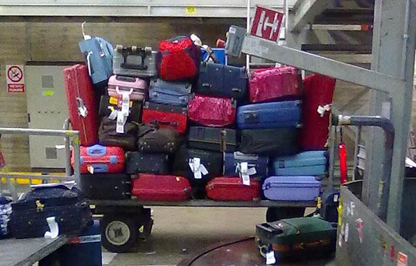 """""""Alleggerivano"""" i bagagli, decine di arresti in Italia"""