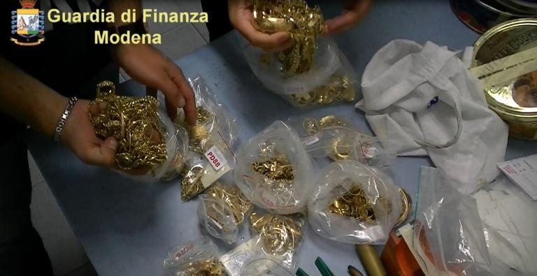 Smantellata intera catena di compro oro dedita a truffe, ricettazione, riciclaggio e frode fiscale 3 arresti e 20 denunciati sequestro beni mobili, immobili e disponibilità finanziarie