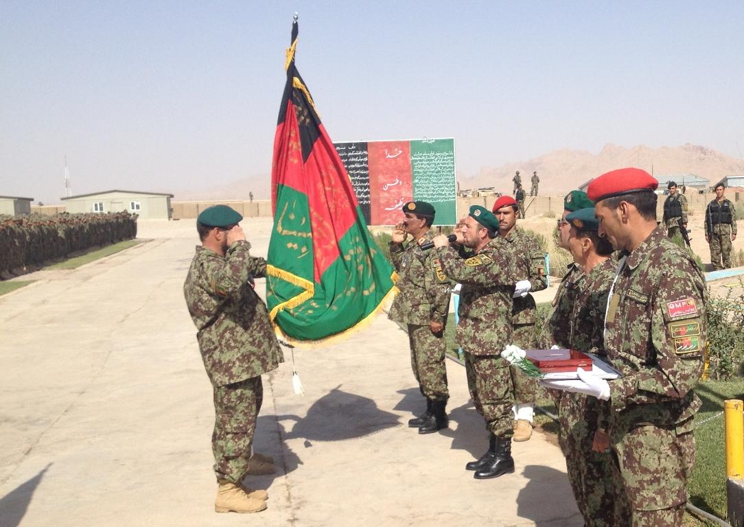 Afghanistan: medaglia al valor militare per le bandiere dell'esercito afghano impegnato nella regione occidentale