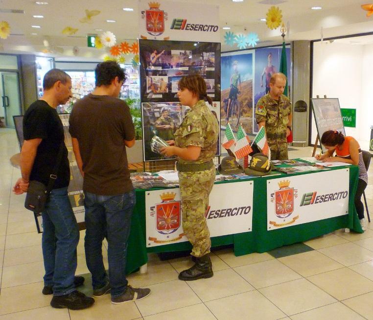 """Info-Point dell'Esercito a Pergine Valsugana"""