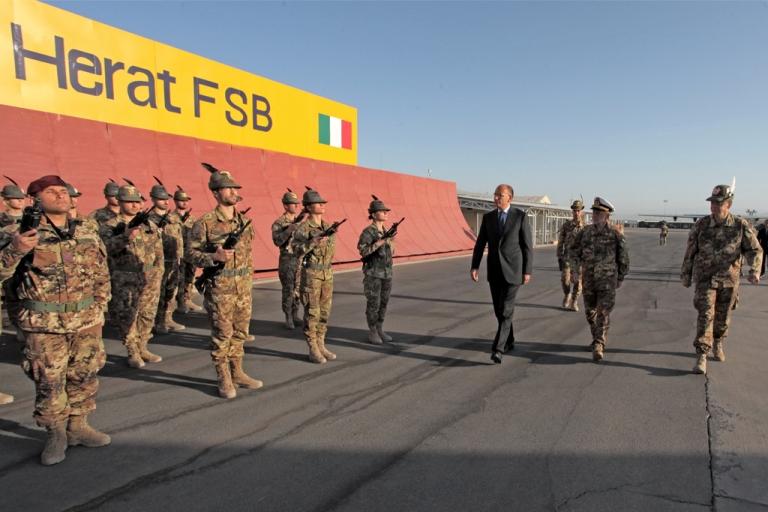 Afghanistan : Il Presidente del Consiglio visita le truppe
