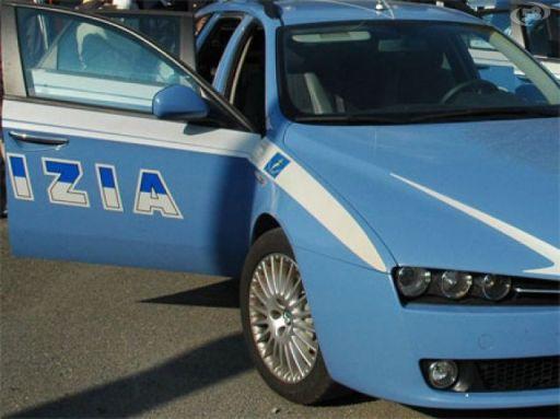 Roma: rapina l'auto e sperona la Polizia