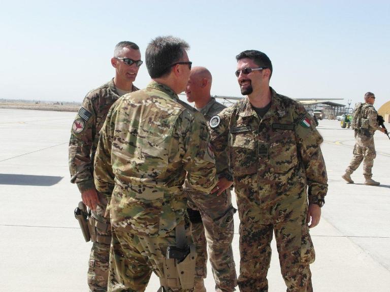 Afghanistan: il comandante del 'Nato Air Training Command' si congratula con  gli advisor dell'Aeronautica Militare a Shindand