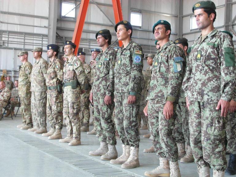02. Personale italiano e afghano schierato insieme per la cerimonia