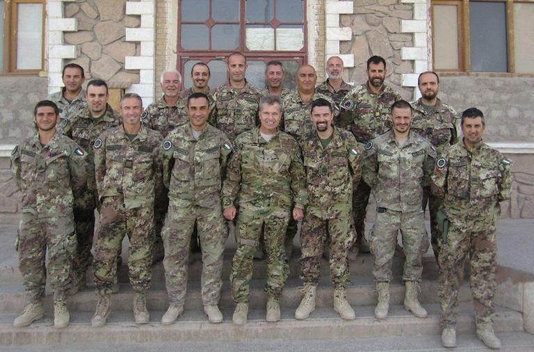 04. Foto di Gruppo degli advisor italiani con il generale Michel
