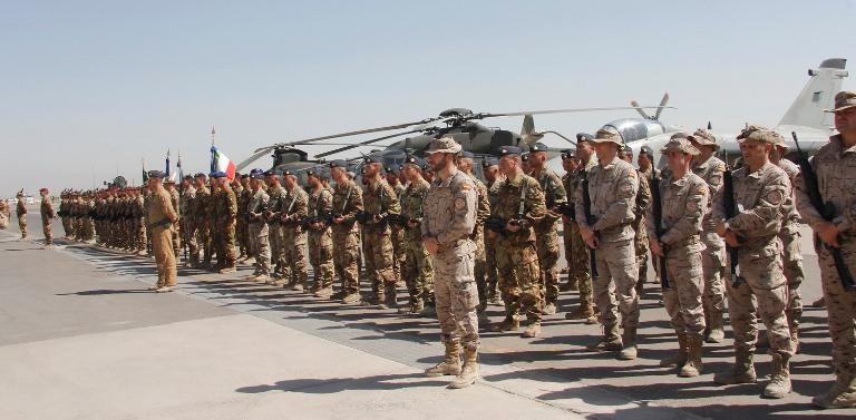 14. panoramica delle truppe schierate per la cerimonia odierna