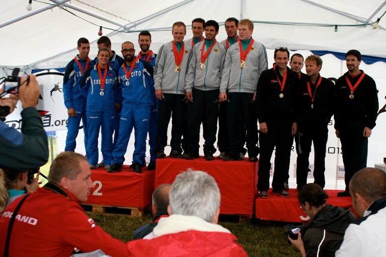 Esercito: risultati della sezione di paracadutismo dell'Esercito, in Svizzera per per la Coppa del Mondo 2013