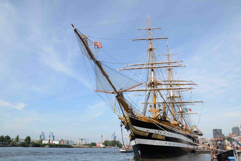 Ormeggio porto fiume Elba (Amburgo)
