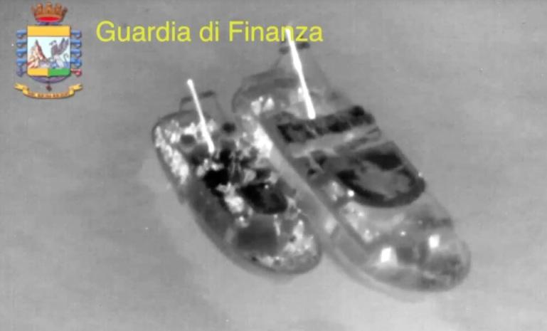 Bloccata nave madre 230 miglia al largo di Capo Spartivento – fermati 17 scafisti – 226 migranti salvati