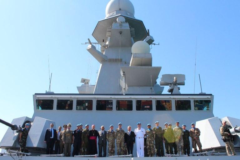 Consegnata la Bandiera dell'ONU a al cacciatorpediniere Andrea Doria ---
