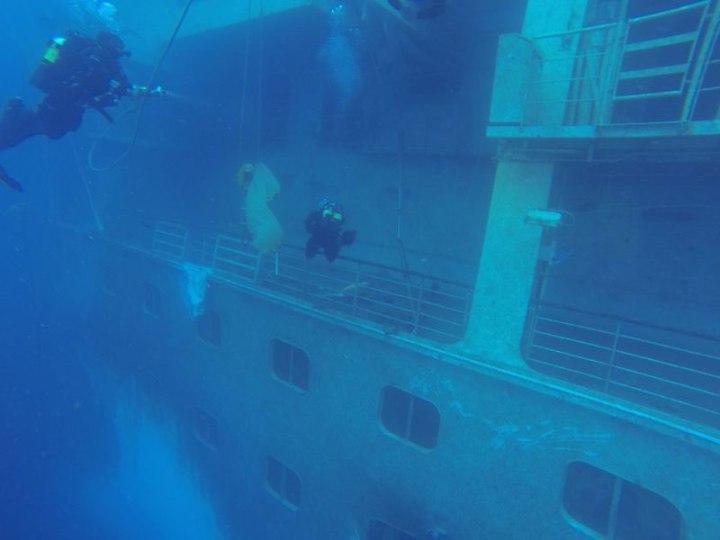 I Palombari del Gruppo Operativo Subacquei hanno iniziato ad ispezionare i ponti interni del relitto Costa Concordia -