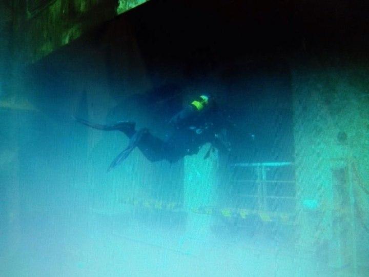 I Palombari del Gruppo Operativo Subacquei hanno iniziato ad ispezionare i ponti interni del relitto Costa Concordia--