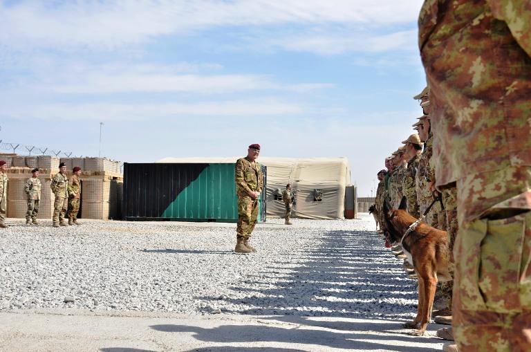 Il generale Marco Bertolini parla ai soldati italiani a Bala Boluk