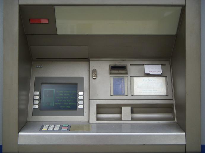 Torino – Carpivano codici dei bancomat tramite uno skimmer, denunciate sette persone