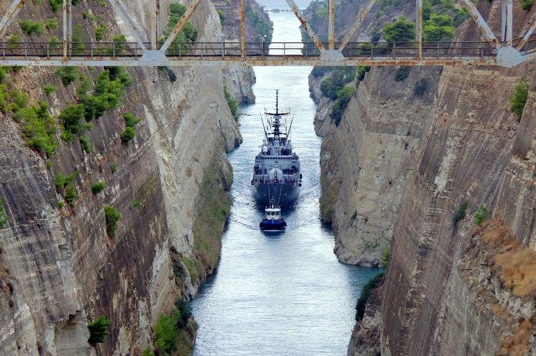 Transito nel Canale di Corinto per nave Aliseo e nave Crotone