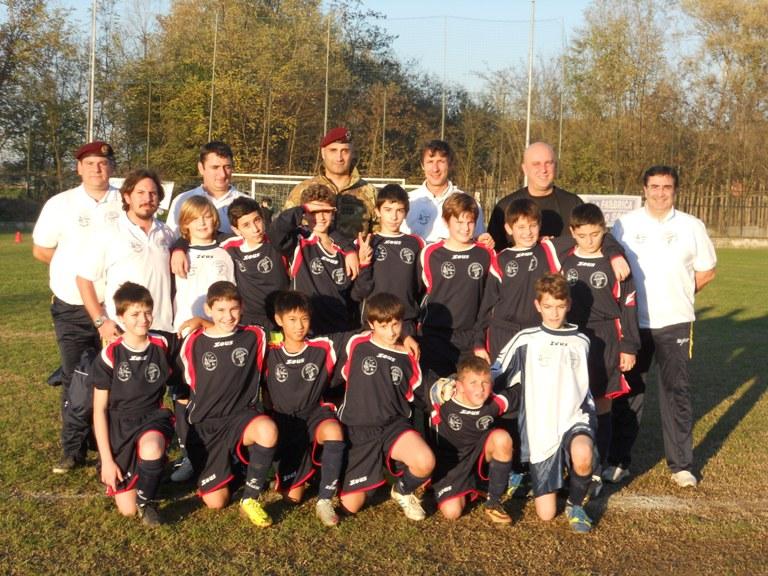 Torino: piccoli calciatori con lo stemma Anpd'I sul cuore