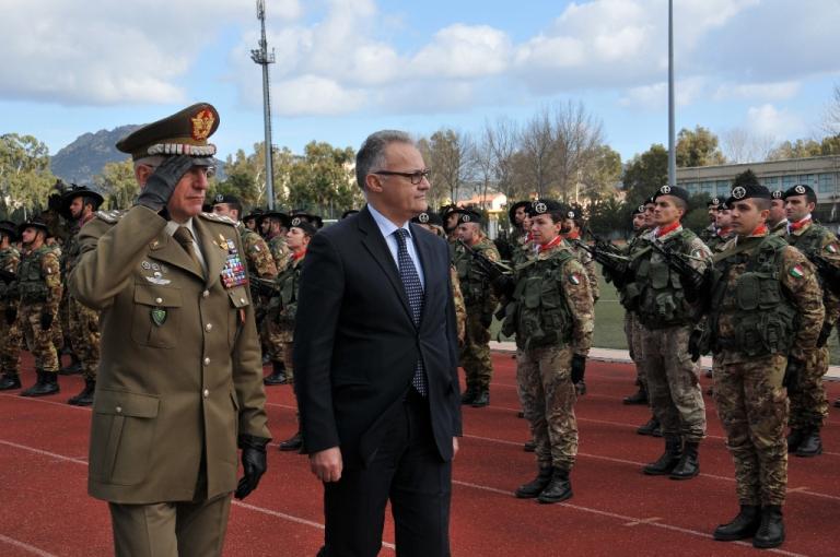 Il Ministro e il Generale Graziano salutano la Brigata Sassari-