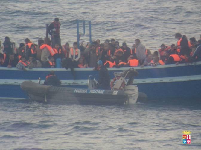 Mare Nostrum: 596 migranti soccorsi dalle navi della Marina Militare