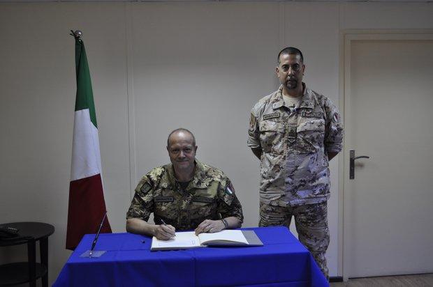 Il Comandante Logistico visita la TFA di Al Bateen-