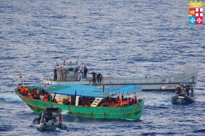 Mare Nostrum: nave anfibia San Giorgio soccorre 128 migranti