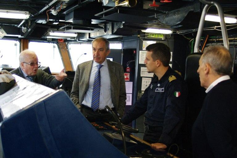 """Marina Militare: """"duiliani"""" di tutti i tempi si ritrovano sul cacciatorpediniere Caio Duilio"""