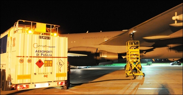 Scalo a Brindisi per un Boing KC-767A-