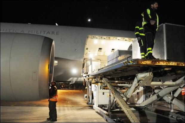 Scalo a Brindisi per un Boing KC-767A