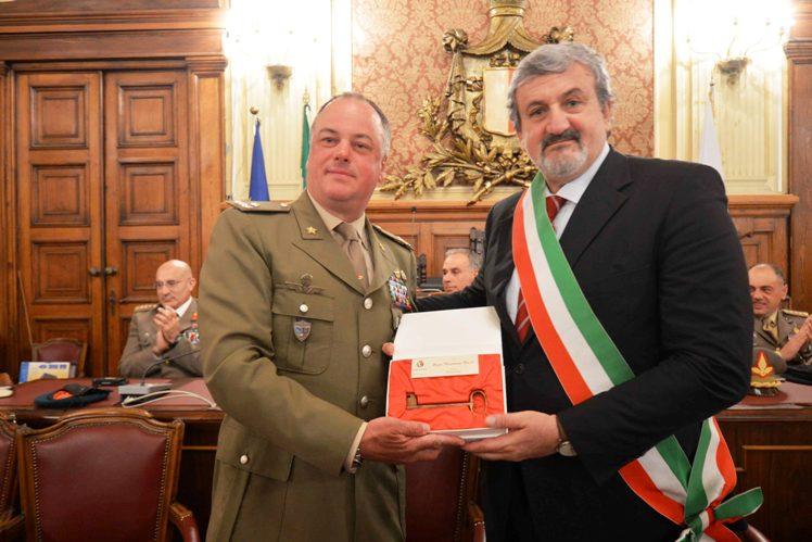 """Conferimento cittadinanza onoraria città di Bari alla Brigata """"Pinerolo"""""""