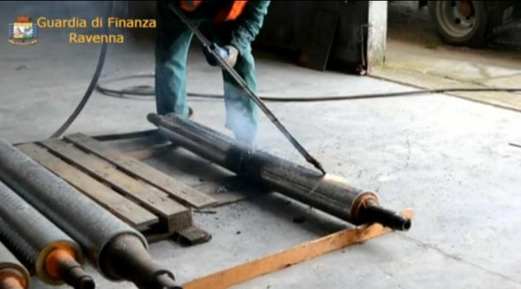 Distrutto materiale per produzione marchi contraffatti
