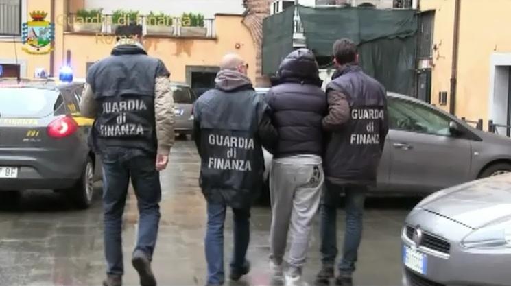 Eseguite tre ordinanze di custodia cautelare e perquisizioni tra Roma e Palermo