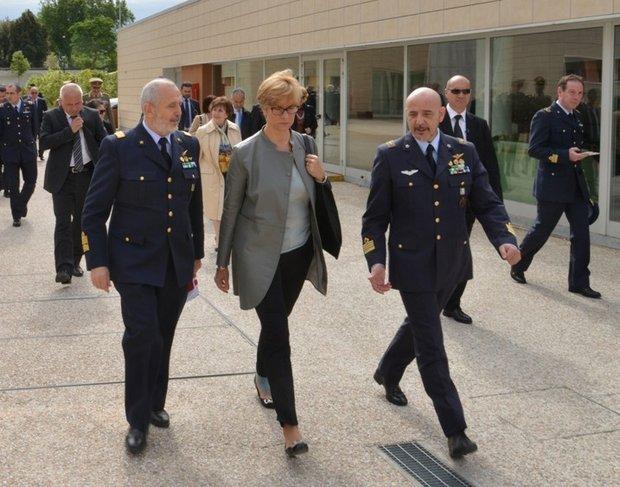 Il Ministro della Difesa alla SSAM di Caserta-----