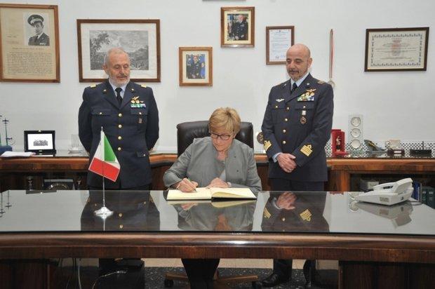 Il Ministro della Difesa alla SSAM di Caserta--