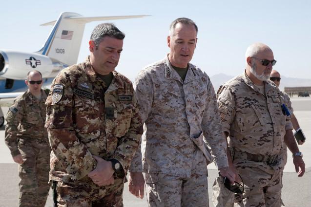 Il comandante di ISAF visita il Regional Command West-