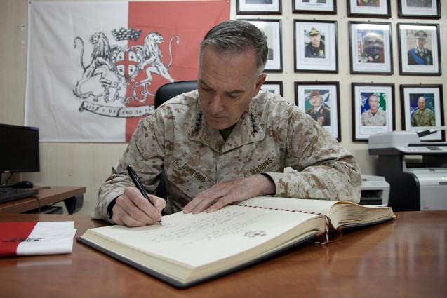 Il comandante di ISAF visita il Regional Command West---