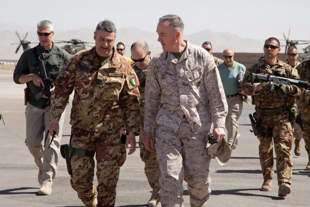Il comandante di ISAF visita il Regional Command West----