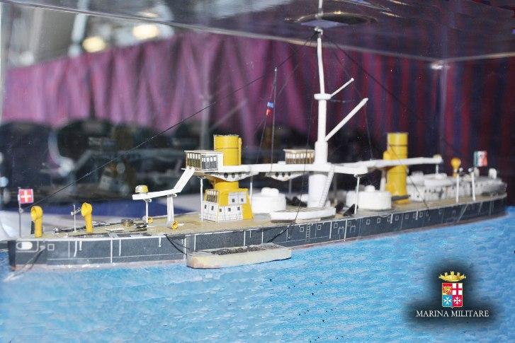 La Lega Navale dona un modellino della corazzata Duilio a...nave Duilio -