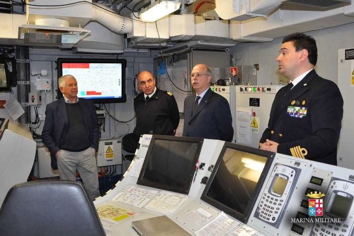 La Lega Navale dona un modellino della corazzata Duilio a...nave Duilio --