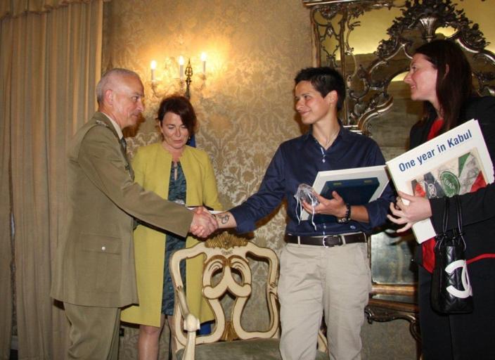 Presentato il libro Un mese e mezzo in Afghanistan del Caporal Maggiore Cristina Buonacucina