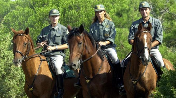 Roma Sicura: la Forestale pattuglia a cavallo le zone pedonali