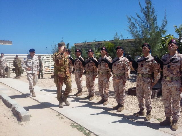 Il Capo di Stato Maggiore della Difesa, Generale Claudio Graziano, in visita ai contingenti italiani impiegati in operazioni nel Corno d'Africa