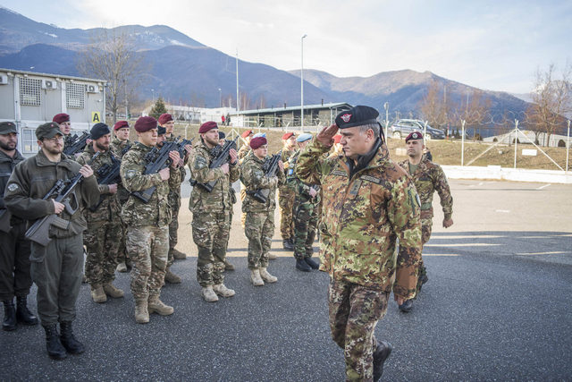 KOSOVO: IL COMANDANTE DI KFOR VISITA IL SETTORE DEL MULTINATIONAL BATTLE GROUP WEST